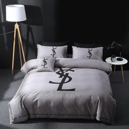 Edredón de marca online-Diseño de marca Juego DoublBedding Algodón de poliéster Suave Ropa de cama Funda nórdica Fundas de almohada Juegos de sábanas para la cama Textiles para el hogar Coverlets 4 PC / Lot 33
