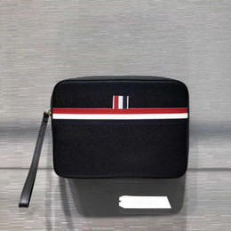 2019 neue Herrenhandtasche amerikanische Modedesigner-Handtasche Modestil bunte Streifenfutter mit Lederhandschlaufe von Fabrikanten