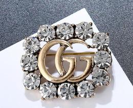 royal china jewelry Rabatt Hot Luxury Brand Brosche Berühmten Europäischen Designer Shanel Anzug Revers Pin für Frauen Marke Schmuck Geschenk mit Schnelles Verschiffen 236