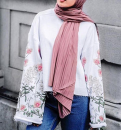 2019 chiffon hijab schals 10 PC / Los Art und Weiseebene Falte-Luftblasen-Chiffon- Schalknick-lange Streifenschale hijab zerknittern pashmian moslemische Schals / Schal günstig chiffon hijab schals