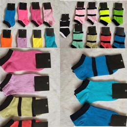 2019 tags pop Linda rosa Scoks Mulheres curto Meias Moda Cheerleaders Hip Pop meias esportivas para o rosa Skateboard Sock Com Tag Em armazém tags pop barato