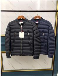2019 homens casacos de inverno leve Hot 2020 Homens jaqueta jaqueta Mens Ao Ar Livre Homem De Penas Casaco De Inverno outwear Casacos Parkas Leve pato branco Casacos. homens casacos de inverno leve barato