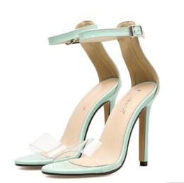 4fc170741 2018 Sexy Transparente Sandálias Fivela Tira No Tornozelo Claro Sapatos de Salto  Alto Fino Transparente Sapatos de Mulher Luz Verde Sapatos de Festa