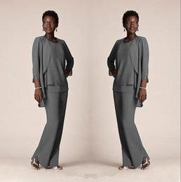 Più il vestito grigio di formato online-Abiti di mutande formali in chiffon grigio per abiti da sposo per la madre 2020 Abiti da sera Abiti lunghi per la madre della sposa con giacche Plus Size Personalizzato