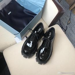 Avrupa tarzı kadınlar lüks tasarımcıları ayakkabı moda çizmeler wome ayakkabıları botları moda ayakkabılar xxsLeth ile Prada kapatma Martin botları nereden