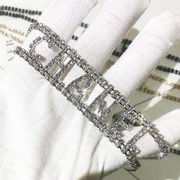 Bracelets de style en Ligne-Créateur de Mode Tour de Cou Collier Bracelet avec Cristal Marque Lettres Style CZ Diamant Femmes Colliers Bracelets Bijoux Argent Or Couleurs