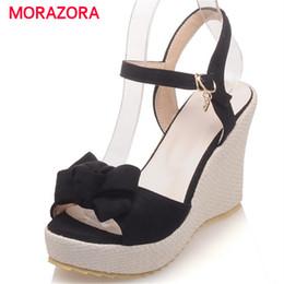 Zapatos de cuña de cuero nobuck online-MORAZORA Bohemia style zapatos de verano con hebilla dulce plataforma zapatos sólidos PU nubuck cuñas de cuero sandalias de las mujeres