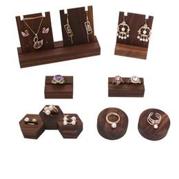Exibição de brinco de jóias redondas on-line-[DDisplay] Black Walnut Rodada Anéis de Exibição de Jóias Bandeja Rústico Personalizado Pulseira Display Holder Titular Brincos De Madeira Pegboard Display