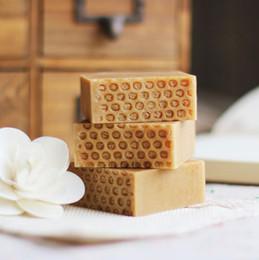 Jabón facial natural para el acné. online-2019 DHL Jabón natural a base de leche y miel Jabón hecho a mano para los humedecedores humectantes FACE Y PROTEGE CONTRA LOS EFECTOS SECOS DEL SOL