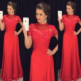 2019 Nueva Blusa De Encaje Elegante Vestidos De Noche Rojos Cuello Alto Mangas Cortas Satén Longitud Del Piso Vestidos De Baile Modestos Vestidos