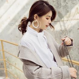 2019 ohrring künstlich Künstliche Perle Surround Runden Weiblichkeit übertrieben kalt Wind Ohrringe großen Kreis Ohr Ring C19041101 rabatt ohrring künstlich