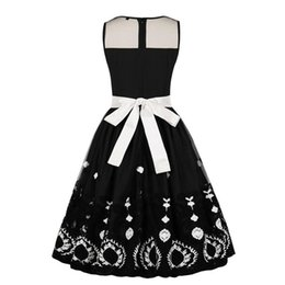 Vestidos bordados para senhoras on-line-2019 Nova Moda Primavera E Verão Das Senhoras Retro Hepburn Estilo Malha Bordado Bow Tubo Top Swing Vestido