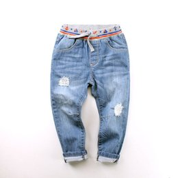Yeni Varış Bebek Boys Pnats Moda Denim Jeans Çocuk Casual Uzun Pantolon Yüksek Kalite Jeans Çocuk İlkbahar Sonbahar Pantolon Ripped nereden