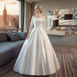 vestido celta barato Desconto 3/4 mangas compridas de cetim a linha casamento vestido com apliques de renda moda colher decote vestidos de casamento branco marfim
