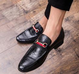 Zapatos de vestir de los hombres de gran tamaño online-Nuevos mocasines de gran tamaño para hombres de aire respirable zapatos de vestir de moda de diseñador zapatos de boda hechos a mano para hombres, zapatos de vestir de negocios de diseño W96