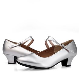 2019 мягкие каблуки 2019 new Ibez soft bottom low heel dance shoes ladies adult social dance shoes performance дешево мягкие каблуки