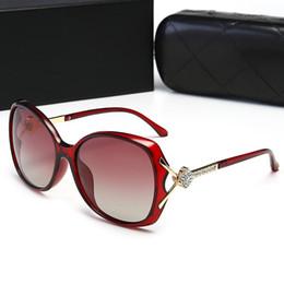 2019 óculos de sol de cristal atacado CHANEL 30001 Atacado-mulheres elegantes óculos de sol de moda Gradiente de óculos de sol de metal decoração de cristal óculos de sol para mulheres Sun Eyewear Brand Designer óculos de sol de cristal atacado barato