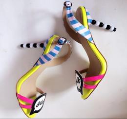 2019 sapatos blue sky para meninas Meninas bonitos Sandálias de Salto Alto Mulheres Sapatos Amarelo Céu Azul Branco Misturado Cores Gladiador Sandálias Das Mulheres Cut-out Saltos de Pérolas Sapatos sapatos blue sky para meninas barato