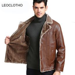 LEOCLOTHO Deri Ceket Erkekler Suit Yaka Artı Kadife Deri Ceket 2018 Kış Sıcak Ceket Rahat Giyim Erkek Sıcak Giysiler supplier winter suit jacket men leather nereden kış takım elbise ceket erkek deri tedarikçiler