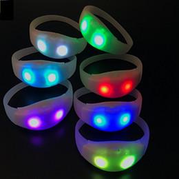 Il braccialetto lampeggiante attivato dal suono online-Music Activated Sound Control Led Braccialetto lampeggiante Light Up Bangle Wristband Club Party Bar Cheer Anello luminoso a mano all'ingrosso