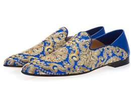 Pantofole da uomo ricamate a mano in oro con decori in cristallo da