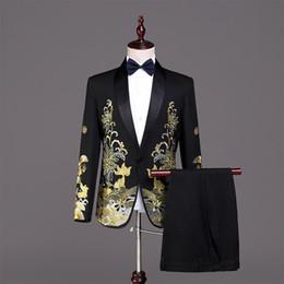 oro costume da smoking Sconti Halloween Corte europea nero 2 pezzo giacca pantaloni abiti oro ricamo uomini sottili cantante costumi di scena smoking