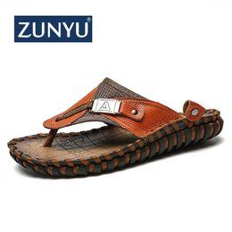 zapatos de goma para hombre Rebajas Zunyu 2019 Nuevo Tamaño grande 38-48 Chanclas de playa de verano Zapatillas de cuero de hombre Pisos Hombre Sandalias de playa zapatos de goma para hombre al aire libre