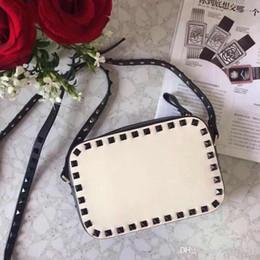 Bolso clutch dorado rojo online-2018 Nuevo bolso de la moda ShoulderBag Lady Bag Remache de oro Bolsos para el día de San Valentín Bolso cámara Embrague Pequeña caja En blanco Desnudo Vino tinto Marrón