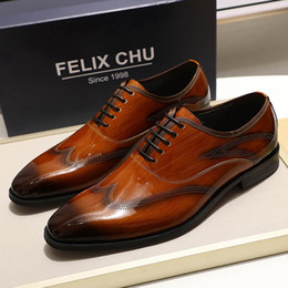 2020 ботинки из коричневой кожи FELIX CHU 2019 Mens Dress Shoes Patent Leather Smooth Brown Black Wingtip Oxford Shoes Lace Up Man Office Business Formal дешево ботинки из коричневой кожи