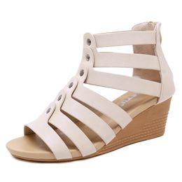 2019 couvre-chaussures en coin nouvel été sandales fille Md-talon sandales peep-toe HAUTE QUALITÉ épais avec style romain été Couvrir talons chaussures couvre-chaussures en coin pas cher