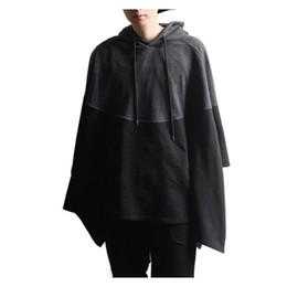 Männliches kap online-Punk Mantel Cape Mens Hoodies Spleißen Poncho Mantel Pullover Männlichen Unregelmäßigen Saum Lässige Kapuzenpulli Hiphop Streetwear Hombre