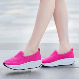 2019 mujer zapatillas verano rosa 2020 Summer Sports ejecutan las mujeres zapatos respirables del tamaño negro gris oscuro azul rosa Hollow formadores al aire libre las zapatillas de deporte 35-42 rebajas mujer zapatillas verano rosa