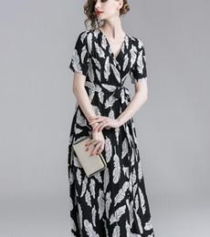 827e92cfb2e7e91 V-образным вырезом перо печати черный женщины длинное платье Лето slim fit  с коротким рукавом повседневные платья длиной до щиколотки a-Line юбки