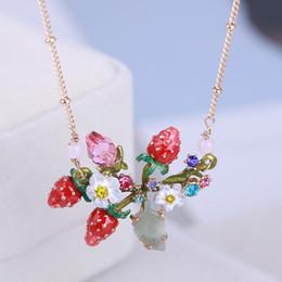 8ea357482c18 Conjunto de joyas de boda de lujo para las mujeres 2019 Nueva Moda Oro  Esmalte Collar Fruta Fresa Charm Colgante Collar Pendientes Anillos Cadenas  ...