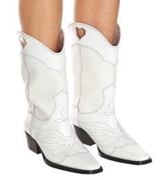 bota medio corte Rebajas Negro Recortable bordado Caballero Botas del dedo del pie cuadrado de estilo occidental de piel blanca la mitad mujeres de los cargadores 2019 con estilo a mediados de la pantorrilla botas de los zapatos del partido de las mujeres