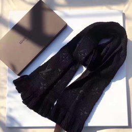 2019 inde foulard en gros les femmes de marque MenWinter Réchauffez Petit Damier écharpeLouisVuitton Fashion Gentlemen Lettre Patch Plaid Laine tricot doux Textures Châle