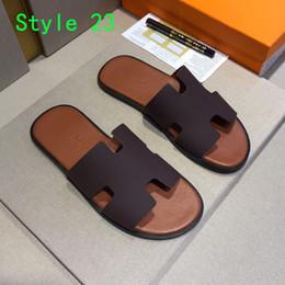 Sandalias antideslizantes para hombre de cuero online-Lujo para hombre sandalias de diseñador sandalias de diseño Summer Beach Indoor Slip flip flops Moda de cuero genuino para hombre zapatillas casuales con caja