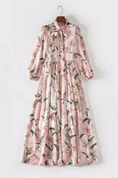 Maxi vestido de verano rosa online-2019 Otoño de verano con lazo de lazo Cuello largo Maxi Vestido redondo Cuello rosado Estampado floral Vestidos de lujo de seda JL2011JYJ
