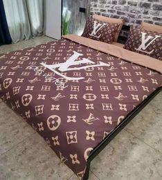 Cuscino di riscaldamento online-Warm Branded Lettera adulti stampa di cotone Bedding Set Designer 1 * lenzuola Cotone Moda o un'immagine custodie morbide Copripiumino Classic