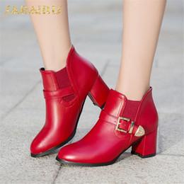 2020 botas de tornozelo de salto grosso vermelho SARAIRIS Plus Size 33-50 Saltos Grossos Fivela Cinta Dropship Ankle Boots Sapatos de Mulher Elegante Preto Vermelho Sapatos Botas de Mulher Feminina desconto botas de tornozelo de salto grosso vermelho