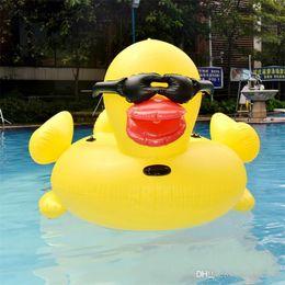 Riesenschwimmenring online-Aufblasbare Riesen StyleRubber Ente Schwimmdock Row-Fahrt auf Tier-Spielzeug-Pool-Spielzeug Erwachsene im Freien Summer Infant Schwimmen-Ring-Schwimmen-Bett 102hmy Y