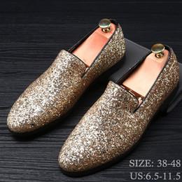 Schuhe männer kleiden europa online-New Europe Bling flachen Lederschuh Strass Mode Herren Loafer Kleid-Schuh-Mann-beiläufiger Diamant-Spitze Zehe-Schuhe