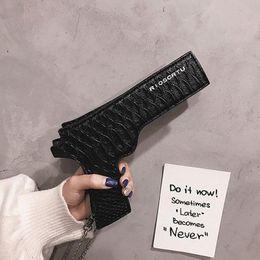 Lustige geldbörsen online-Neue Marke Designer Lustige Pistole Umhängetasche Coole Persönlichkeit Ketten Pu-Leder Umhängetaschen Sac Eine kleine Haupttasche Geldbörse Weiblich