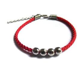 aba992b9011e Pulsera de la suerte de los hombres y las mujeres en este año los amantes  de la pareja tejen a mano cuentas cuatro cuentas pulsera de cuerda roja