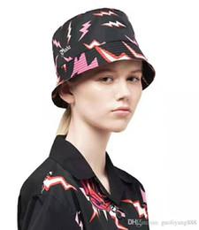 2019 fascinadores de navidad Lujo al por mayor-Verano SunBucket Hat Protección Pesca Marca de alta calidad Bob Boonie Bucket Hats Lightning printing Summer caps.