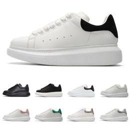 2019 zapatos casuales de plataforma plana alexander mcqueens Zapatos de diseño para hombres, mujeres, zapatillas de plataforma de moda, triple, blanco, cuero blanco, gamuza para hombre, zapatos casuales planos zapatos casuales de plataforma plana baratos