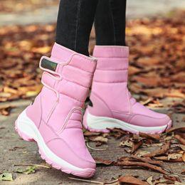 Botas de piel azul online-Señoras Botas cálidas para la nieve Beige Cielo Azul Mujer Zapatos de piel de invierno Cómodos Botas a media pierna femeninas Plataforma inferior de goma