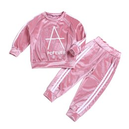2019 vestiti sportivi di velluto 2019 Fashion Spring Girl clothes Bambini Sport set Velvet Pink Striped Letters Tops + Pant 2pcs set Hotsale 2T 3T 4T 5T 6T 7T sconti vestiti sportivi di velluto
