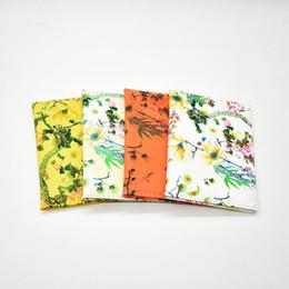 billige passbörsen Rabatt Mode reisepass abdeckung für frauen pu leder reisepass brieftasche marke mädchen blumendruck auf dem reisepass tasche