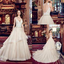 vestido de diamante sem encosto Desconto 2019 Champagne A linha de vestidos de casamento Lace apliques de camadas de vestido de noiva de corte de diamante Backless robe de mariee
